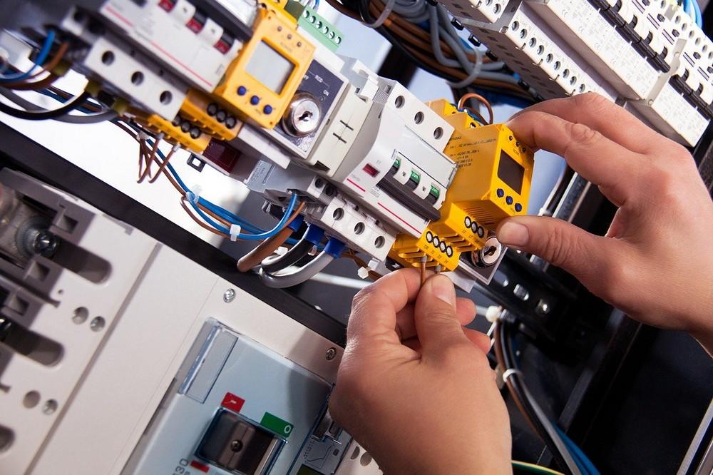 Waarom het inhuren van een professionele elektricien zo belangrijk i
