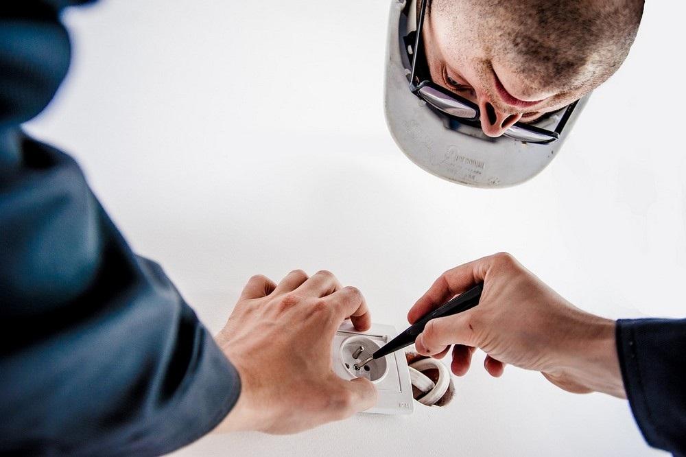 Waarom het inhuren van een professionele elektricien zo belangrijk is
